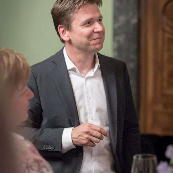Matthias Strolz, Parteivorsitzender der NEOS, und der Informationsdirektorin der Sendergruppe ProSiebenSat.1PULS 4 GmbH Corinna Milborn 24
