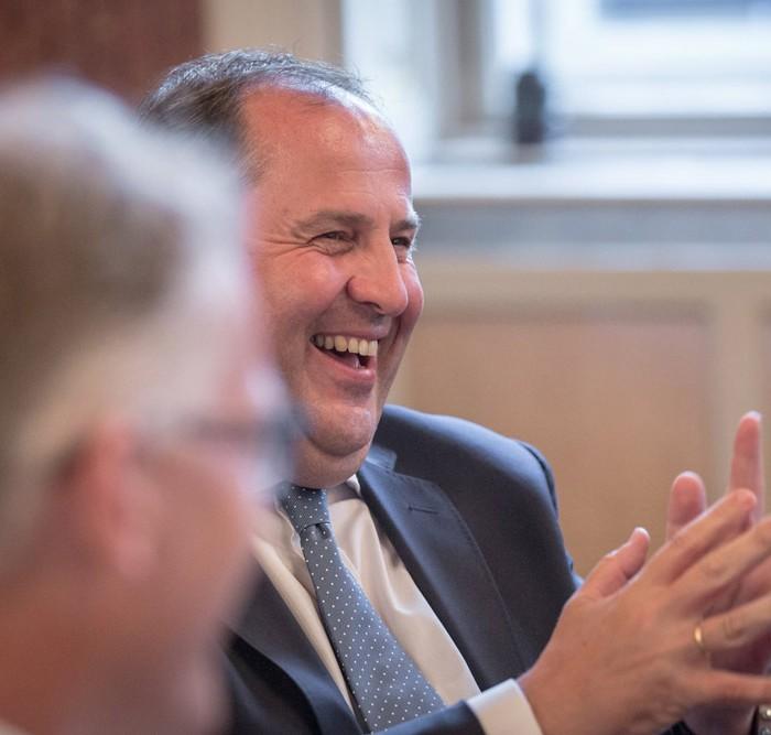 Matthias Strolz, Parteivorsitzender der NEOS, und der Informationsdirektorin der Sendergruppe ProSiebenSat.1PULS 4 GmbH Corinna Milborn 12