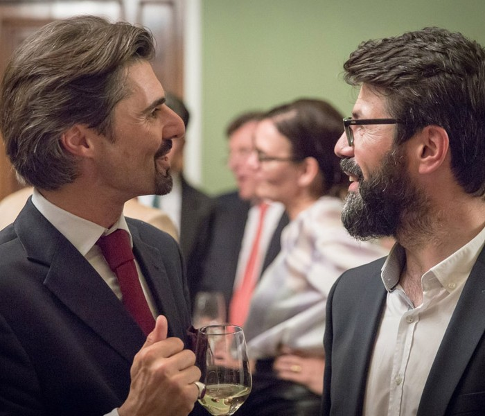Matthias Strolz, Parteivorsitzender der NEOS, und der Informationsdirektorin der Sendergruppe ProSiebenSat.1PULS 4 GmbH Corinna Milborn 35