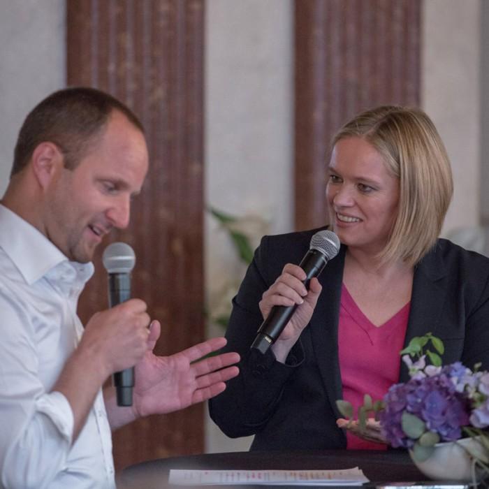Matthias Strolz, Parteivorsitzender der NEOS, und der Informationsdirektorin der Sendergruppe ProSiebenSat.1PULS 4 GmbH Corinna Milborn 32