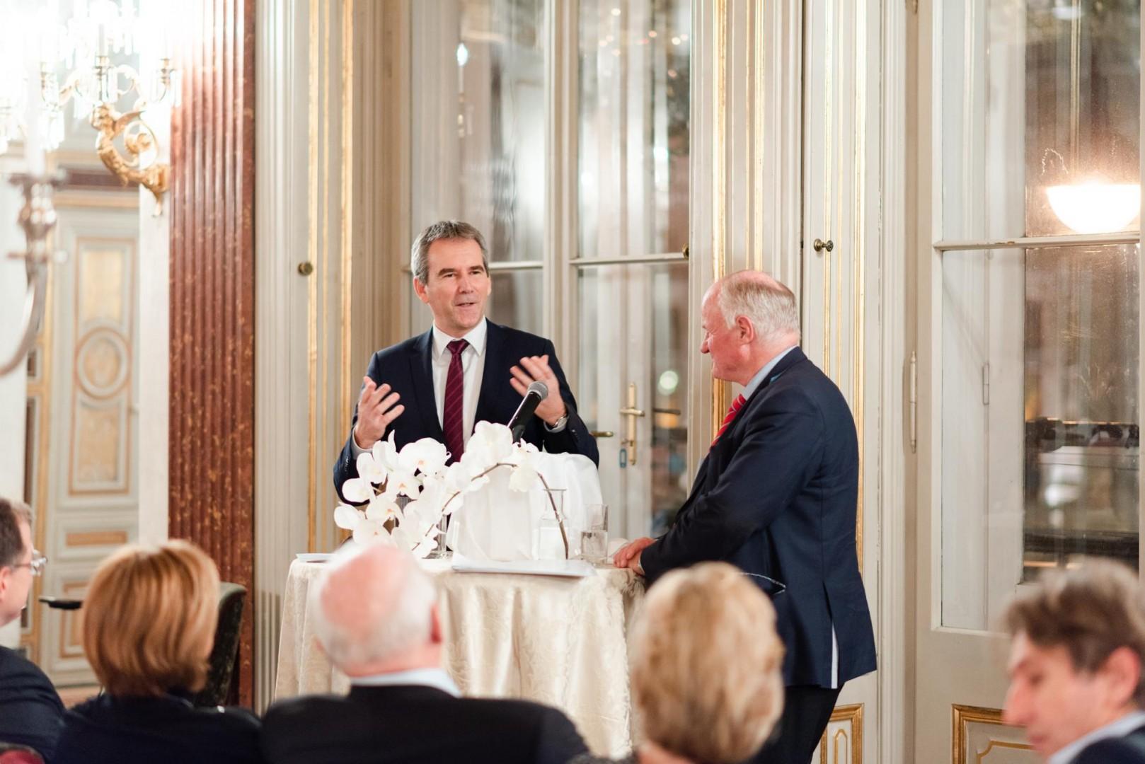 Dr. Georg Wailand und Bundesminister Hartwig Löger 11